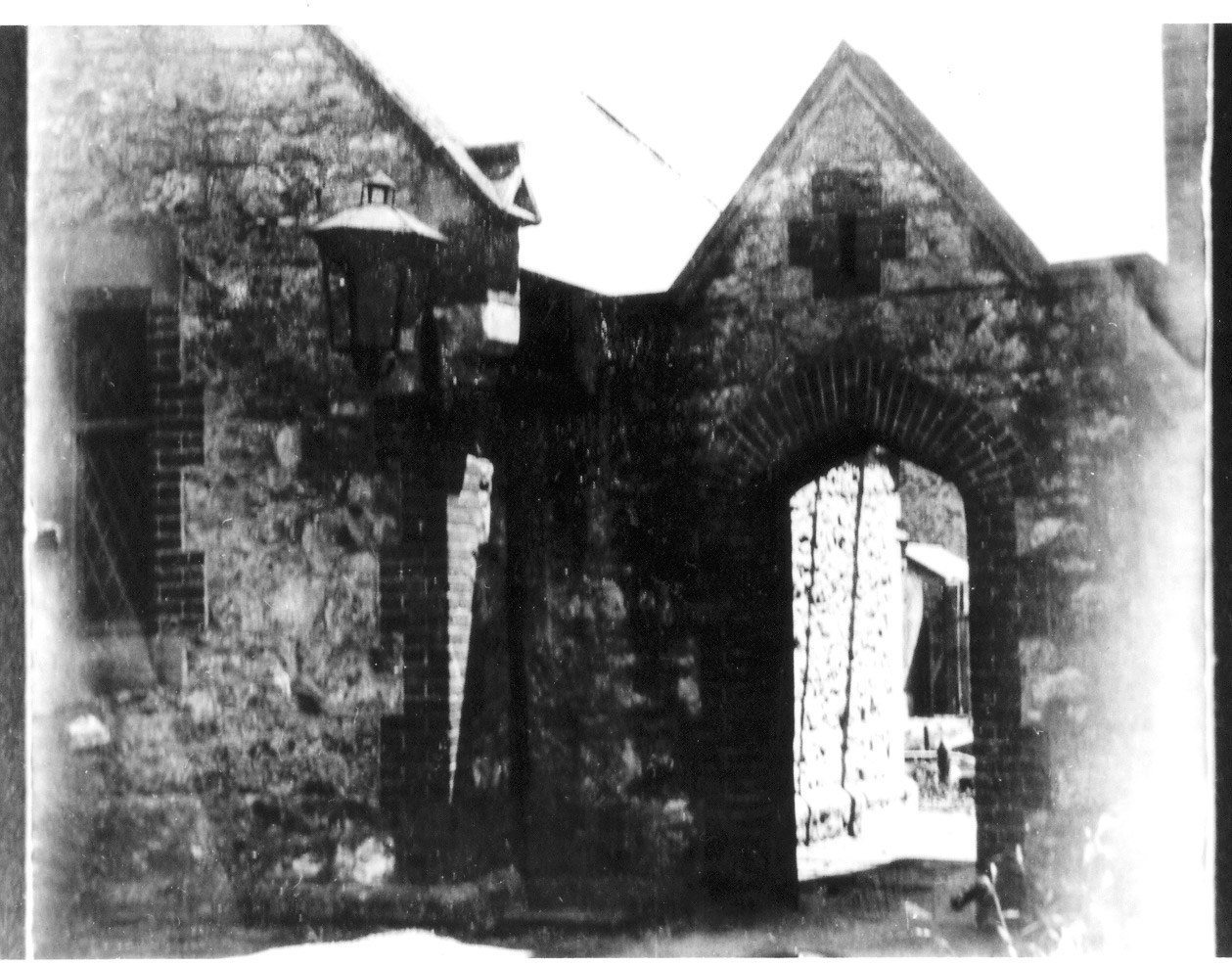The archway built in 1854 which led into the Women¹s Quarters in the Destitute Asylum