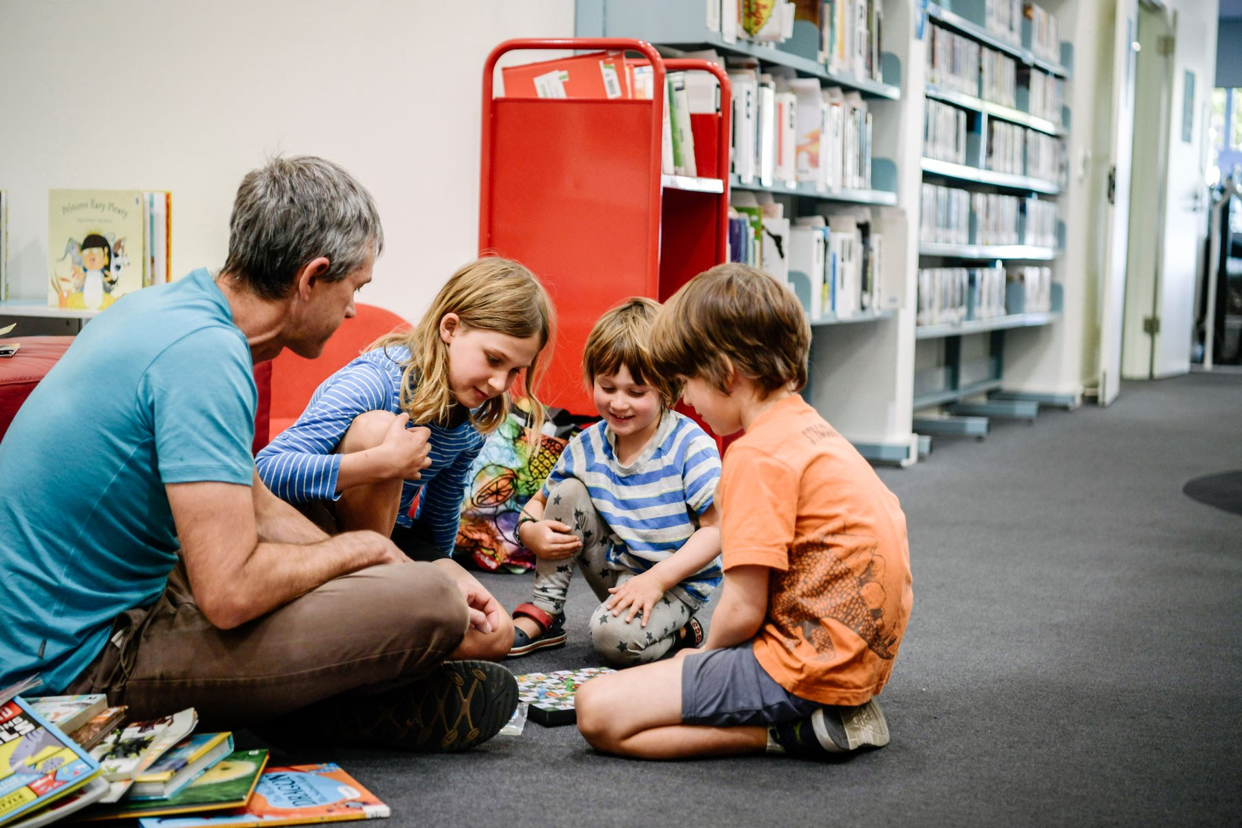 Dad and kids at hutt st library