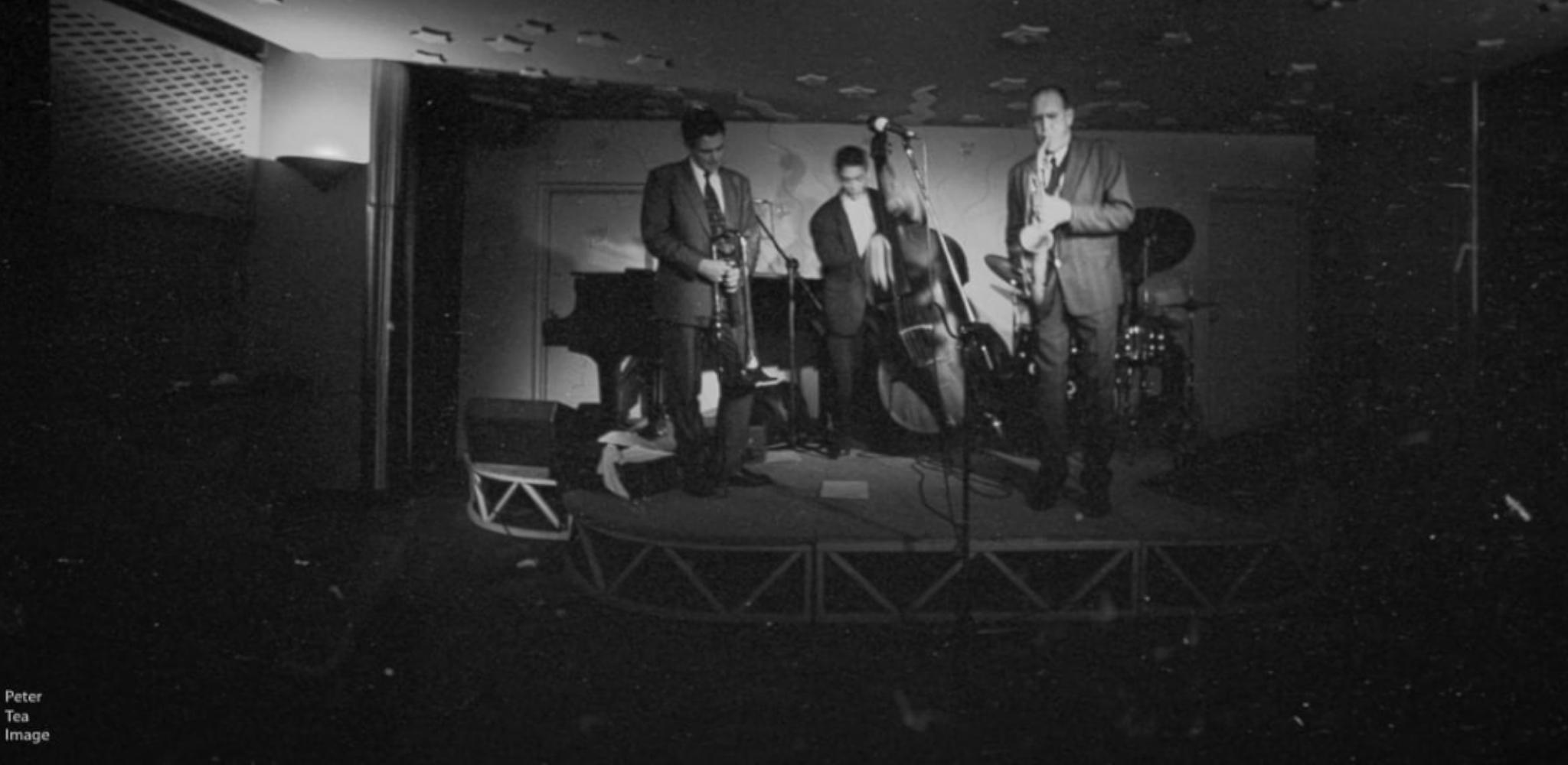 Three musicians on cargo club stage peter tea image
