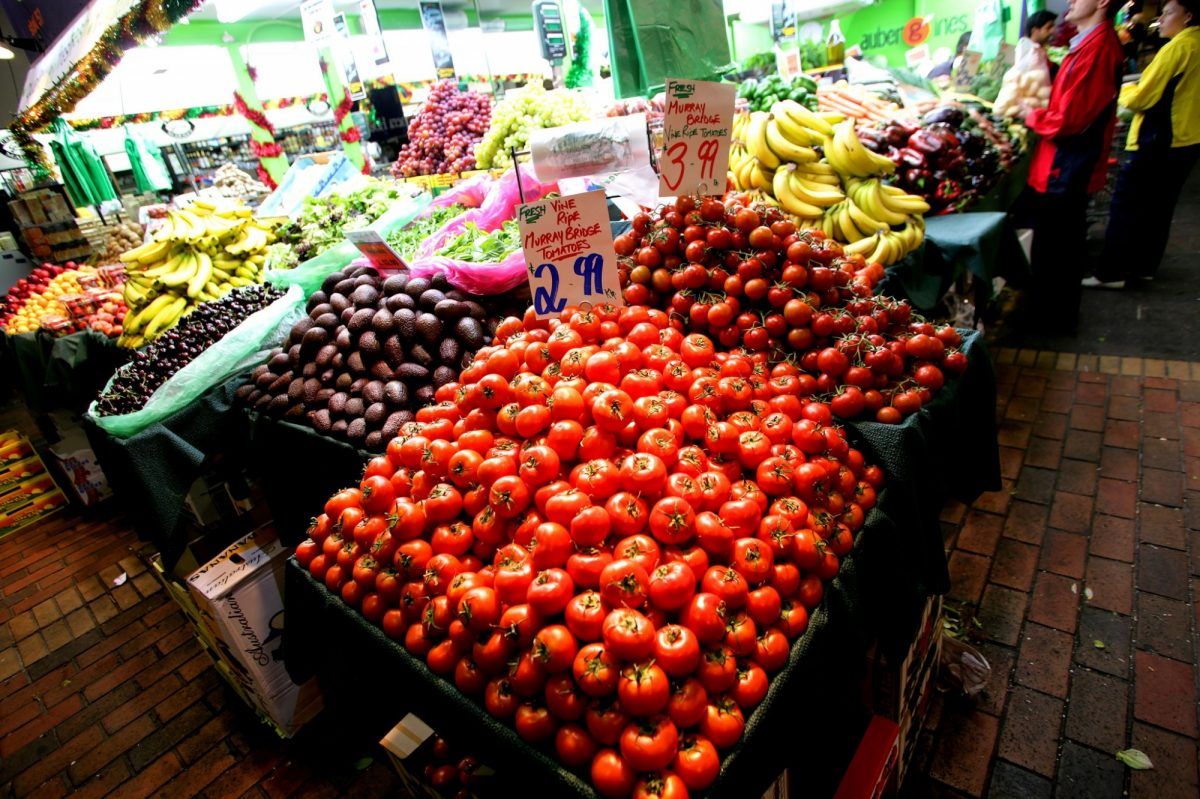 Central market produce tomatoes