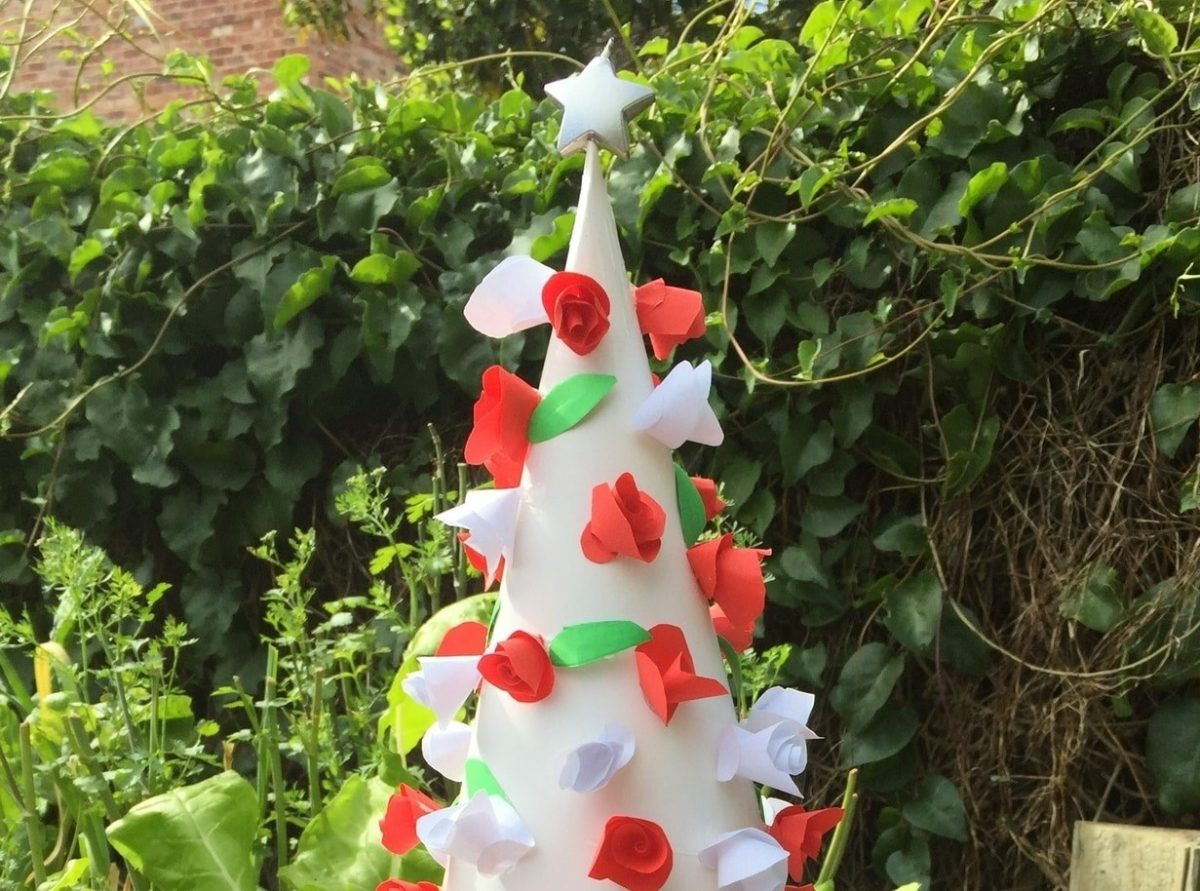 Paper christmas tree with roses