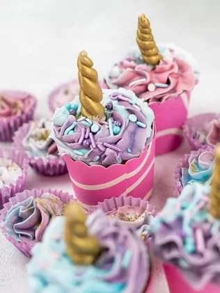 Nathan bakes cupcakes